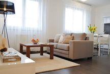 Home Staging - byt 2+kk / Fotografie nemovitosti po Home Stagingu. Před realizací byla nemovitost zcela prázdná.Po důkladné přípravě, zapůjčení nábytku a bytových doplňků, prošla nemovitost kompletním aranžováním.