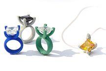 Fotografie für Klunkerkompany / Produktfotografie von einer 3D Schmuck Kollektion.  Material- Kunststoff. Edelsteine- Zirkonia, Granat, Edeltopas, Peridot, Amethyst, Citrin