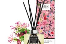 Japanese Honeysuckle Reed Diffuser / Le Rêve Reed Diffusers feature premium quality perfume blended in a non-alcoholic solution for effective home fragrancing. We use natural rattan reeds that are tinted black with non-toxic colour dye for presentation. Presented in elegant packaging, with a stunning carton for each individual fragrance, they are the perfect way to freshen and brighten rooms where an open flame isn't convenient.
