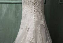 Amazing wedding dresses / by Melinda Cumbee