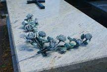Róże z metalu na nagrobek