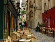 Montmartre et la vie nocturne / Les bars, les cabarets, les théâtres, les boites de nuit attirent des millions de Parisiens et de visiteurs. Ici on s'amuse, on refait le monde, on danse, on crée.