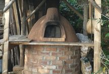 Cob Ovens / Capturing the very real delights of earth, fire, food and building.  ( www.shelteredspaces.wordpress.com )