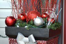 Vianočná dekorácia pred dverami