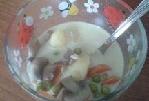 Levesek / Hagyományos magyar levesek, krémlevesek és minden, ami leves.