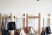 Bag Display Ideas / Visual merchandising bags in retail settings. Ideas and Inspiration