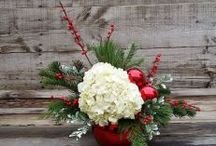 Christmas Flower Arrangement / Beautiful holiday flower arrangements for your home of for gift-giving.