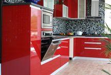 Kırmızı mutfak tasarımları / Herkesin bir rengi vardır. Ama herkesin vazgeçemedeği tek renk vardır... Bu kırmızılar aklınızı başınızdan alacak.