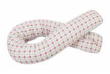 dla kobiety w ciąży / Wygodna poduszka do spania na boku, nie tylko dla przyszłej mamy. Po porodzie pomocna w trakcie karmienia na leżąco lub siedząco.