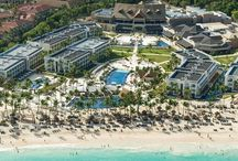 Royalton Punta Cana / Luxury all inclusive resort - 5 stars! Located on the best beach in Punta Cana. Perfect for couples and families. 13 Restaurants/cafes, 11 bars, fitness center, miniature golf, tennis and more!