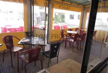 Espaço para Café Snack-Bar em Quarteira (203140027) / Espaço para café com licença camararia para snack-bar, com possibilidade de ter uma esplanada ampla ao ar livre. Café com uma área de 35 m2 com duas instalações sanitárias e lavatório comum. Cozinha totalmente equipada para snack.  Situado em Quarteira numa zona residencial perto da praia. Para mais informações: info@buymeproperty.pt e www.buymeproperty.pt