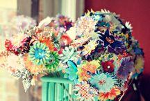 Květiny z papíru, látky...