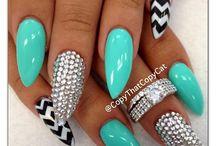 stiletto-almond nails