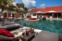 """Restaurant La Voile@ Manapany /   Bienvenue dans le mode du rêve et de l'illusion Le Restaurant La Voile  vous accueille à partir de 11h pour un déjeuner au bord de la piscine, votre après-midi sur la plage et un dîner face à la mer ….."""""""