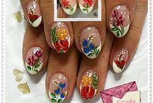 beautiful nails / by Roxane