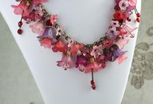 ARTIFICIAL FLOWER NECKLACE