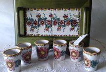 Servizio di limoncello per 6,in ceramica con vassoio in legno e ceramica.