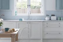 Farringdon Shaker Painted Kitchen / The Farringdon shaker kitchen adds modern touches to the beautiful classic design.  Displayed here is the painted option with a choice of 28 carefully selected colours http://www.unitsonline.co.uk/farringdon-shaker-painted-kitchen