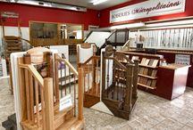 Salle de montre - Boiseries Métropolitaines / Chez Boiseries Métropolitaines, nous fabriquons des escaliers sur mesure pour les besoins de nos clients. Nous détenons un vaste choix de planchers, céramique, moulures et portes à bons prix!