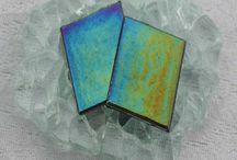 Glasmozaiek Parelmoer 2 x 2 cm / Wij leveren glasmozaiek voor o.a. badkamers, vloeren en keukens. Maar uiteraard ook voor de mozaiek hobby hebben wij alles in ons assortiment wat je nodig hebt voor deze fascinerende hobby.  www.mozaiektegeltjes-enzo.nl