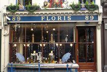Floris London / Il fondatore di Floris, Juan Famenias Floris, sbarcò in Inghilterra in cerca di fortuna. Nel 1730 , poco dopo il suo arrivo, ebbe l'originale idea di aprire un negozio di barberia al n° 89 di Jermin Street, di Londra. Qui, cominciò a creare fragranze particolarissime con ricette gelosamente mantenute segrete e riservate solo ai migliori clienti. Ben presto i profumi Floris raggiunsero una sorprendente notorietà tra il bel mondo femminile e maschile.