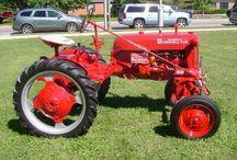 Farmall Cub / Tractors