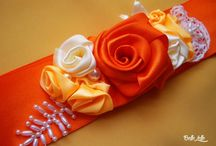 Szatén díszövek BelleLellétől / Szatén díszövek menyasszonyoknak, koszorúslányoknak, örömanyáknak BelleLellétől: https://www.facebook.com/BelleLelle.boltja