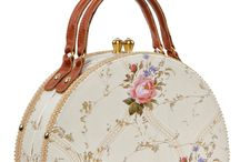 Handbags / Different handbags sizes, same classy style !