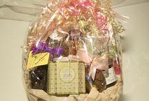 Easter Baskets at Dream Weaver / Beautiful baskets full of local & hand made high quality products: Baroness Chocolate Bars (Ottawa) Hummingbird Dark Chocolate (Almonte), Helena Milk Chocolates (Kemptville), Saxon Chocolates (Toronto)