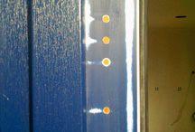 Poškozená fólie RENOLIT na plastovém oknu a dveřích / Damaged foils / Oprava pomocí aplikace nové sanační fólie RENOLIT / Repair by using new service foils from RENOLIT