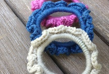 Crochet Hair Accessories / All of my pins are for patterns that are FREE! thanks to the wonderful craftspeople who share their talent with the world. You may need to log into a site to get the pattern, but there is no charge for that either. Hope you enjoy!