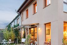 Casa Rupià / Casa ecológica con estructura de madera, aislamiento con celulosa, alta eficiencia energética.