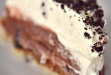 Desserts. yumm  / by Whitney Lovelady