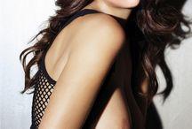 Drew-Emma-Keira-Milla-Natalie-Rachel-Sandra-Scarlet.  (στ).