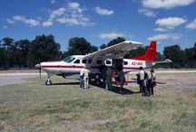 Fly-in-Safaris voll im Trend! / Bus, Mietwagen, Motorrad, Camp-Mobil oder Geländewagen – die Länder und Regionen des Südlichen und Östlichen Afrikas lassen sich, je nach Vorliebe, auf jede erdenkliche Art bereisen. Voll im Trend liegen Flugsafaris, auch Fly-in-Safaris genannt! Lassen Sie sich inspirieren...