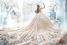 Fabuleuses robes de mariées / Quelle mariée n'a pas rêvé de porter une robe de mariée extraordinaire ? Voici un tableau qui épingle les plus belles robes de mariées hors du commun.
