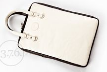 "VS Laptop Bag - ivory / brown / Two-color laptop bag with additional shoulder strap, made out of natural leather; fits MacBook Pro 15"" or other Laptops 15"""