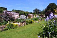 English country gardens / English gardens, country cottage gardens, herbaceous borders, planting, garden ideas