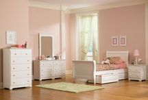 SLEIGH BEDS / Mom's Bunk House carries a quality range of Sleigh Beds for Kids. Our beds come from leading manufacturers, and all of our products are backed by our promise of amazing customer service.