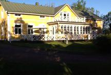 Härkä garden / Koti puutarha tilalla, jossa on ollut asutusta ainakin 1500-luvulta asti. Nykyinen päärakennus on rakennettu 1841, peruskorjattu 1994
