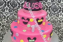 minnie mouse cake / by Yaide Hernandez
