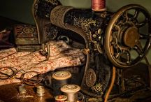 Sewing machines / Vintage machines including hand cranks and treadles