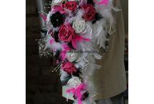 Décoration mariage thème Noir et Fuchsia Novembre 2014 / Pour mariage, décoration de la mariée, décoration de voiture, décoration de table thème Noir et Fushia plumes http://bouquet-de-la-mariee.com/