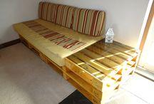 SOFÁ DE PALLET / Sofás feitos pela Casa com Pallet com paletes reciclados. Conheçam nossos produtos: www.casacompallet.com.br