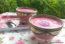 Crema fria de Fresa con Polvo de Caramelo de Violeta