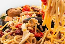 Easy Seafood Recipes / Healthy seafood recipes that span seafood pasta dishes, Asian seafood dishes, simple steamed shellfish and more.  Most of these easy seafood recipes look like they took a lot of effort and time but are actually quick to prepare.
