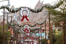 Disneyland Christmas Decorations / Disneyland Christmas photos