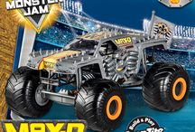 Revell Build & Play model kits for Christmas! / Revell SnapTite Build & Play model kits have simple snap together pre-decorated pieces and easy to apply stickers. No paint, glue or tools required!
