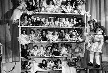 Scaffali di bambole