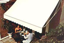 Toldos / Lona Enrolável / Para proteger portas e janelas do excesso de sol ou da chuva e ainda valorizar o ambiente com um toque de estilo e sofisticação, a Zetaflex, empresa líder no mercado de toldos e coberturas, recomenda a instalação dos toldos de lona enroláveis da linha Zetalon®.